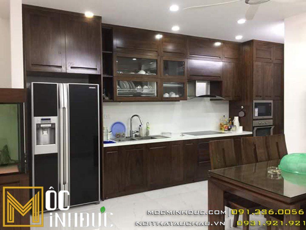 Tủ bếp được làm bằng gỗ óc chó
