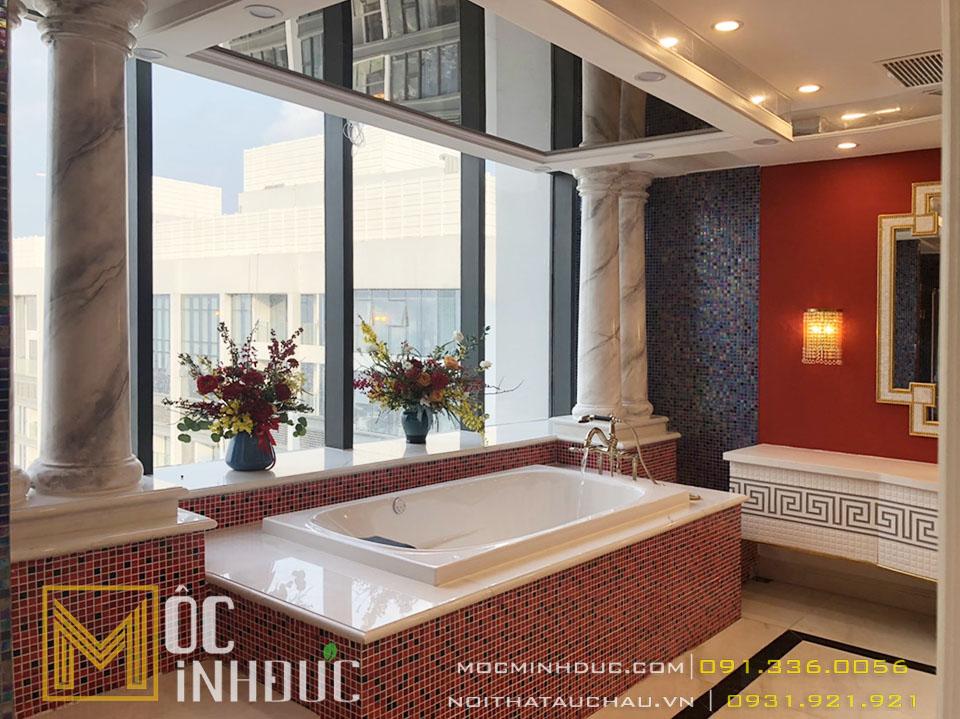 Phòng tắm có bồn tắm tân cổ điển