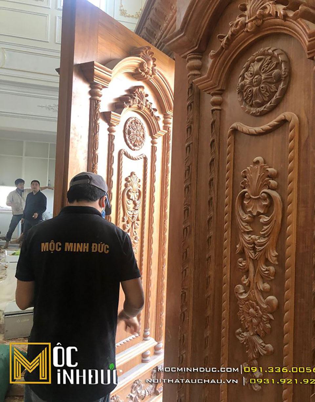 Thi công nội thất dinh thự cửa gỗ