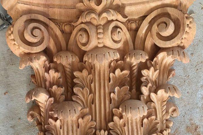 Chạm trổ hoa văn phù điêu đầu cột gỗ tự nhiên