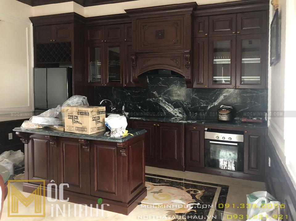 Khu vực tủ bếp bằng gỗ cao cấp