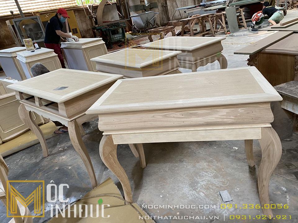 Sản xuất bàn tân cổ điển tại xưởng