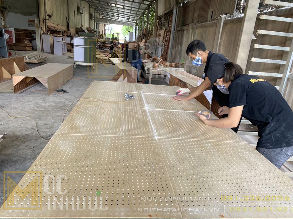 Thợ thi công đồ gỗ tân cổ điển