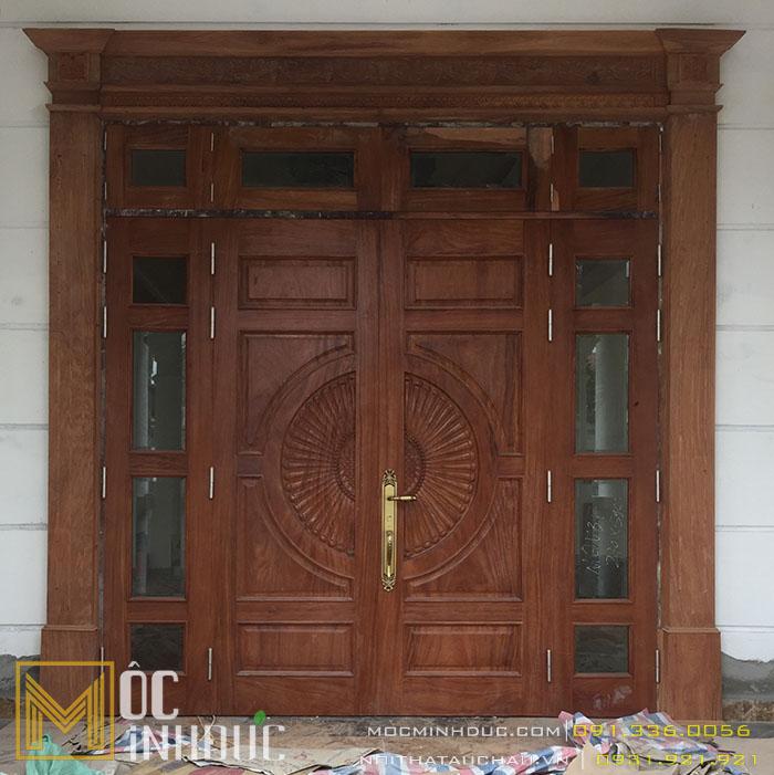 Mộc Minh Đức - Đơn vị thiết kế thi công cửa gỗ tự nhiên đẹp