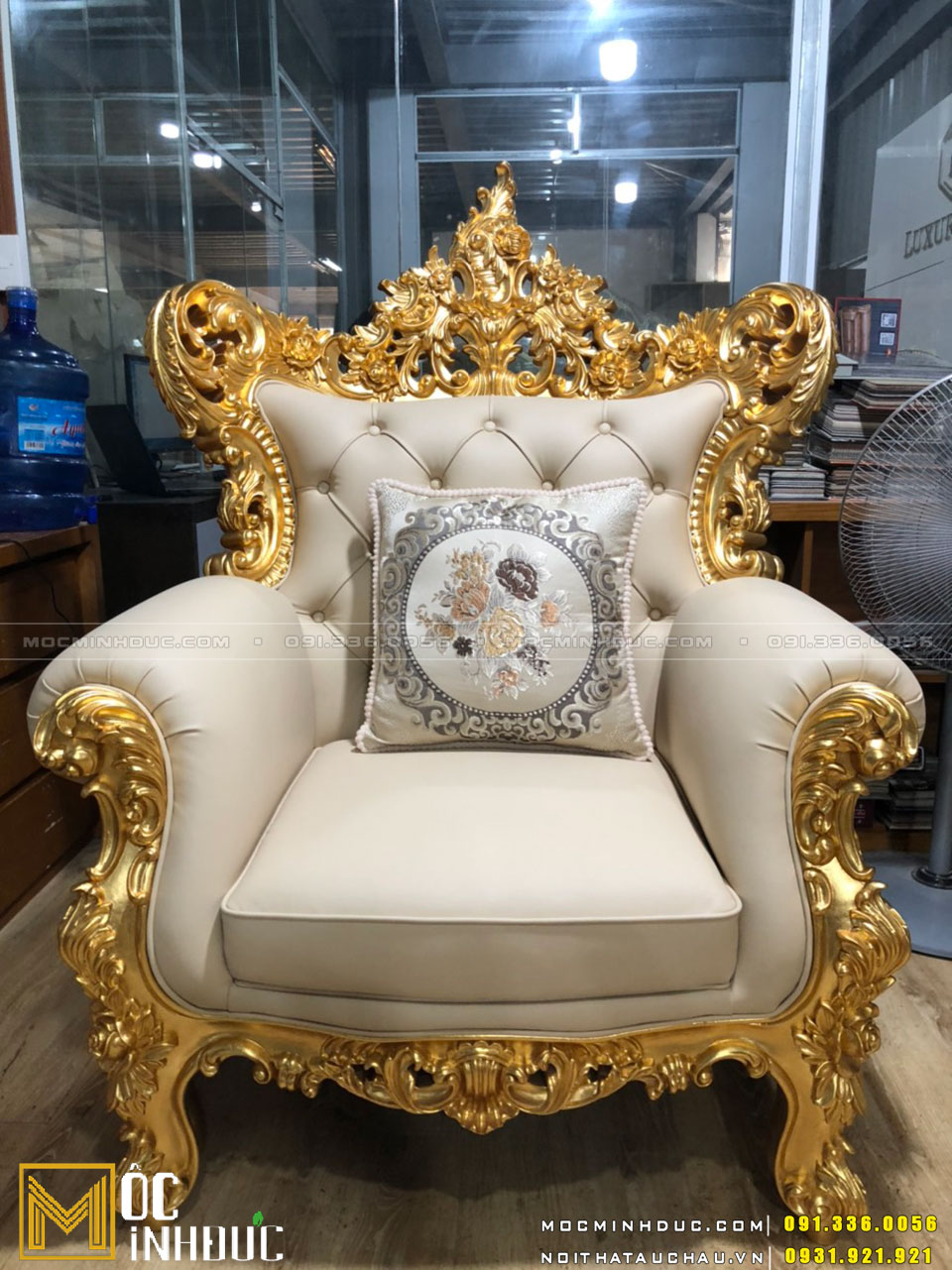 Hoàn thiện ghế Sofa dát vàng cao cấp